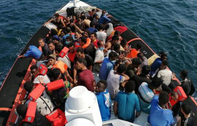 Notte di sbarchi a Lampedusa: hotspot colmo con 1.200 migranti