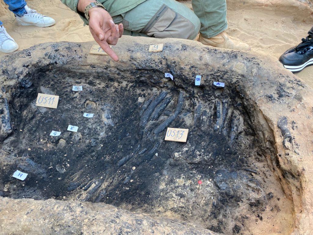 Gela, sono state ritrovate antiche tombe con la legna bruciata per il rito funebre