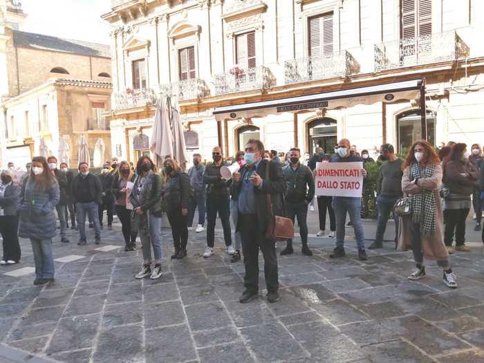 """Protestano i ristoratori della zona rossa di Caltanissetta, """"Fateci riaprire in sicurezza"""""""