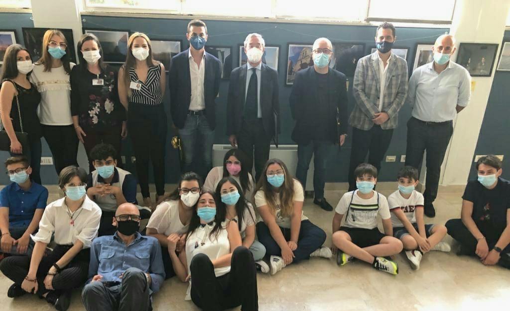 Una mostra allo Youth center, si conclude il laboratorio di fotografia sociale ideato da Studenti sorridenti